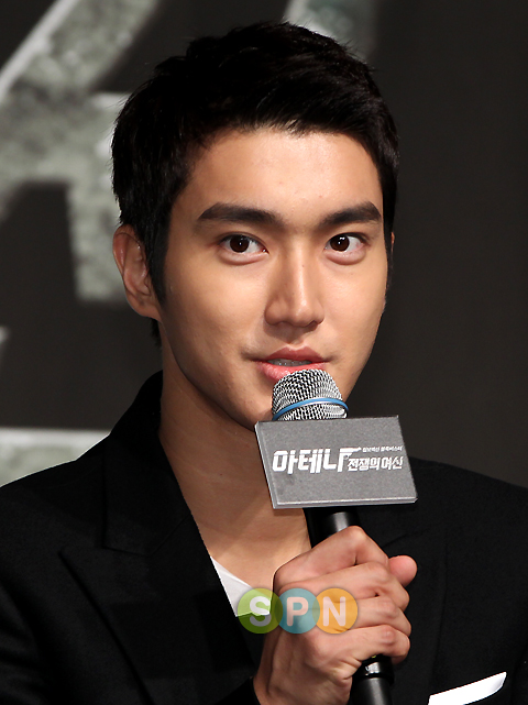 Super Juniors Choi Siwon and DBSKs Changmin Jointly
